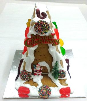 shop/gluten-free-ginger-house-santa.html